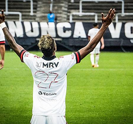 Leilão solidário de uma camisa do Clube de Regatas do Flamengo, edição especial, autografada pelos jogadores