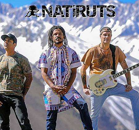Cavaquinho autografado pela Banda NATIRUTS