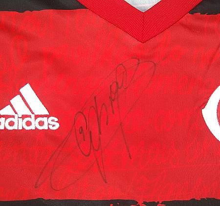 Camisa do Flamengo autografada pelo Gabriel Barbosa