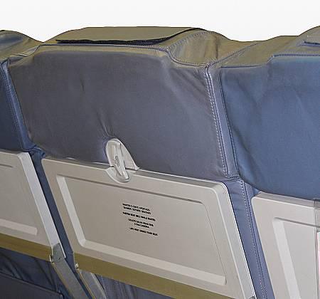 Cadeira tripla de classe económica de um avião da TAP Air Portugal - 12