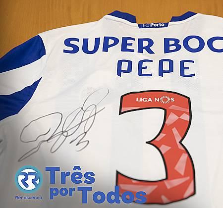 Camisola do jogador Pepe do Futebol Clube do Porto assinada pelo jogador