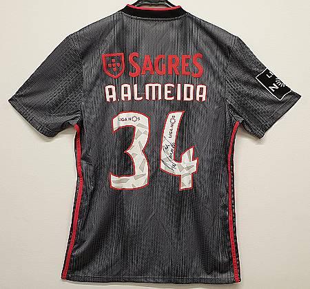 Camisola autografada de André Almeida do Sport Lisboa e Benfica