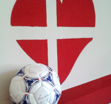 Autographed ball by Eusébio supports isolated elderly