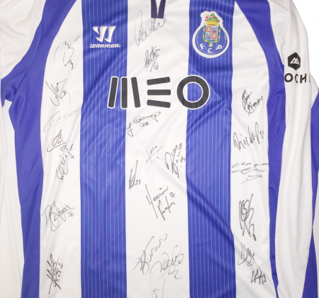 Camisola autografada do FC Porto apoia as Paróquias do Porto Santo