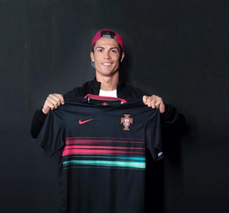 Camisola da Seleção Nacional autografada por Cristiano Ronaldo - CR7
