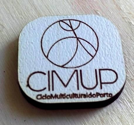 Pin do CIMUP (Ciclo Multicultural do Porto), projeto da ADM.