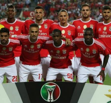 Camisola do Sport Lisboa e Benfica autografada pelo plantel (2015/2016) apoia a CERCI Lisboa