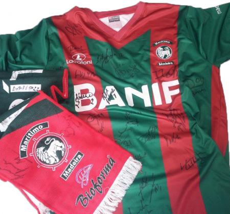 T-shirt & Cachecol autografados pelo plantel do CS Marítimo (2015/2016)