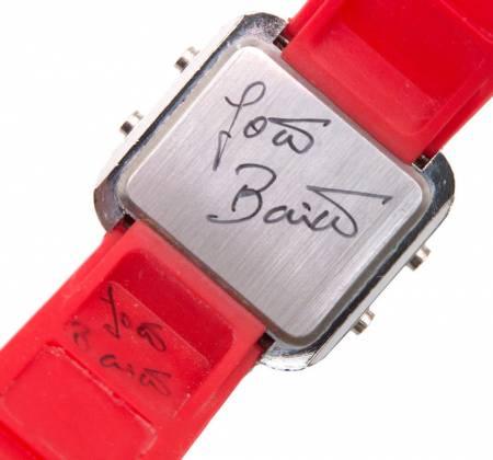 Relógio autografado do João Baião apoia a Associação SOL