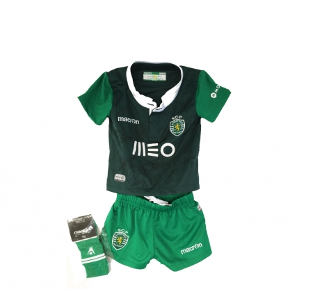 Child's football uniform from Sporting Clube de Portugal signed by the entire squad