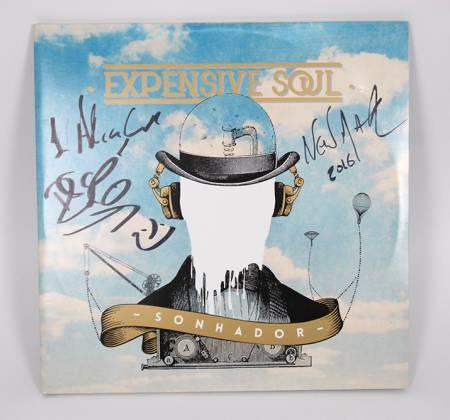 Vinil do álbum Sonhador autografado pelos Expensive Soul