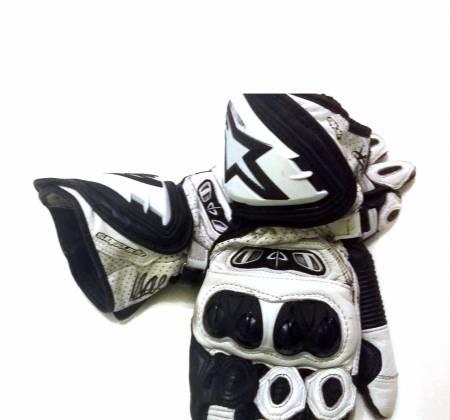 Luvas de corrida do Miguel Oliveira | Motociclismo Mundial