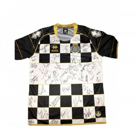 Jersey autographed by the entire team of Boavista Futebol Clube (2015/2016)