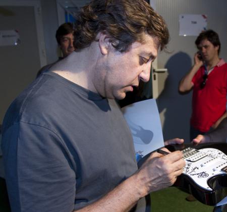 Rock in Rio - Mariza e Rui Veloso - Guitarra autografada