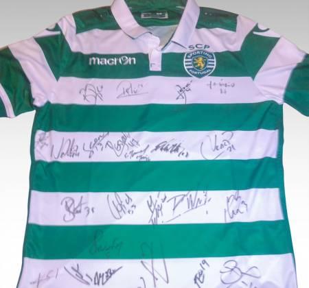 Camisola autografada pelo plantel do Sporting (2015/2016)