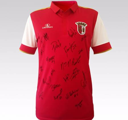Autographed t-shirt by the entire Sporting Clube de Braga (2015/2016 season)