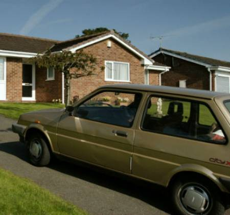 Carro do Woody da série This is England | Gold Austin Mini Metro