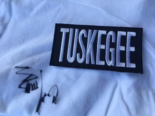 Seth Troxler   Refeição para 10 pessoas no restaurante Smokey Tails & artigos Tuskegee autografados