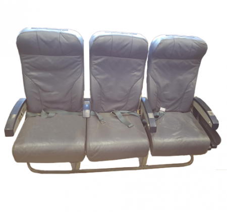 Cadeira tripla de económica do avião A320 da TAP | 3