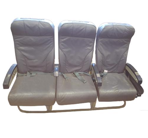 Cadeira tripla de económica do avião A320 da TAP   5
