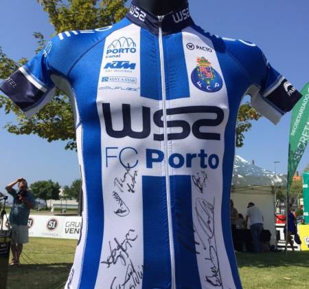 Autographed jersey by W52 - F. C. Porto team | Volta a Portugal