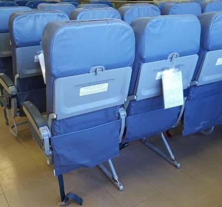 Cadeira tripla de económica do avião A320 da TAP | 13