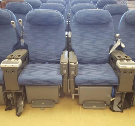Cadeira dupla de executiva do avião A330 da TAP | 28