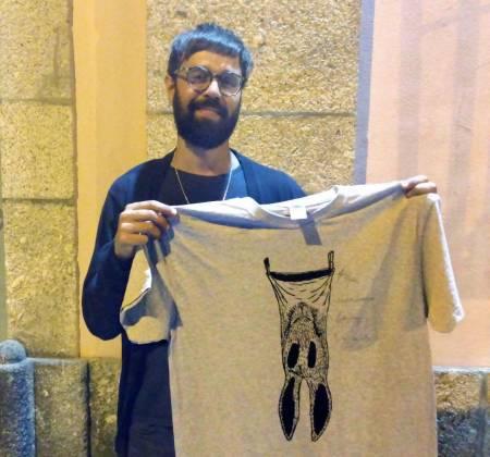 T-Shirt autografada pelos Linda Martini