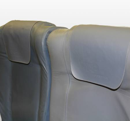 Economy triple chair from TAP A319 TTO airplane - 34