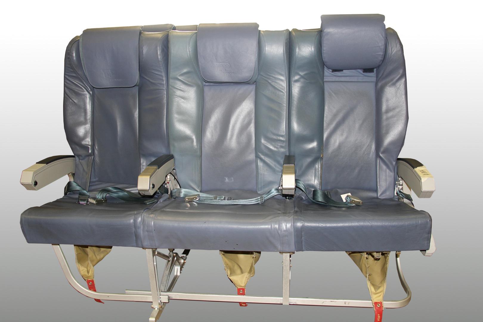 Cadeira tripla de executiva do avião A319 TTO da TAP - 18