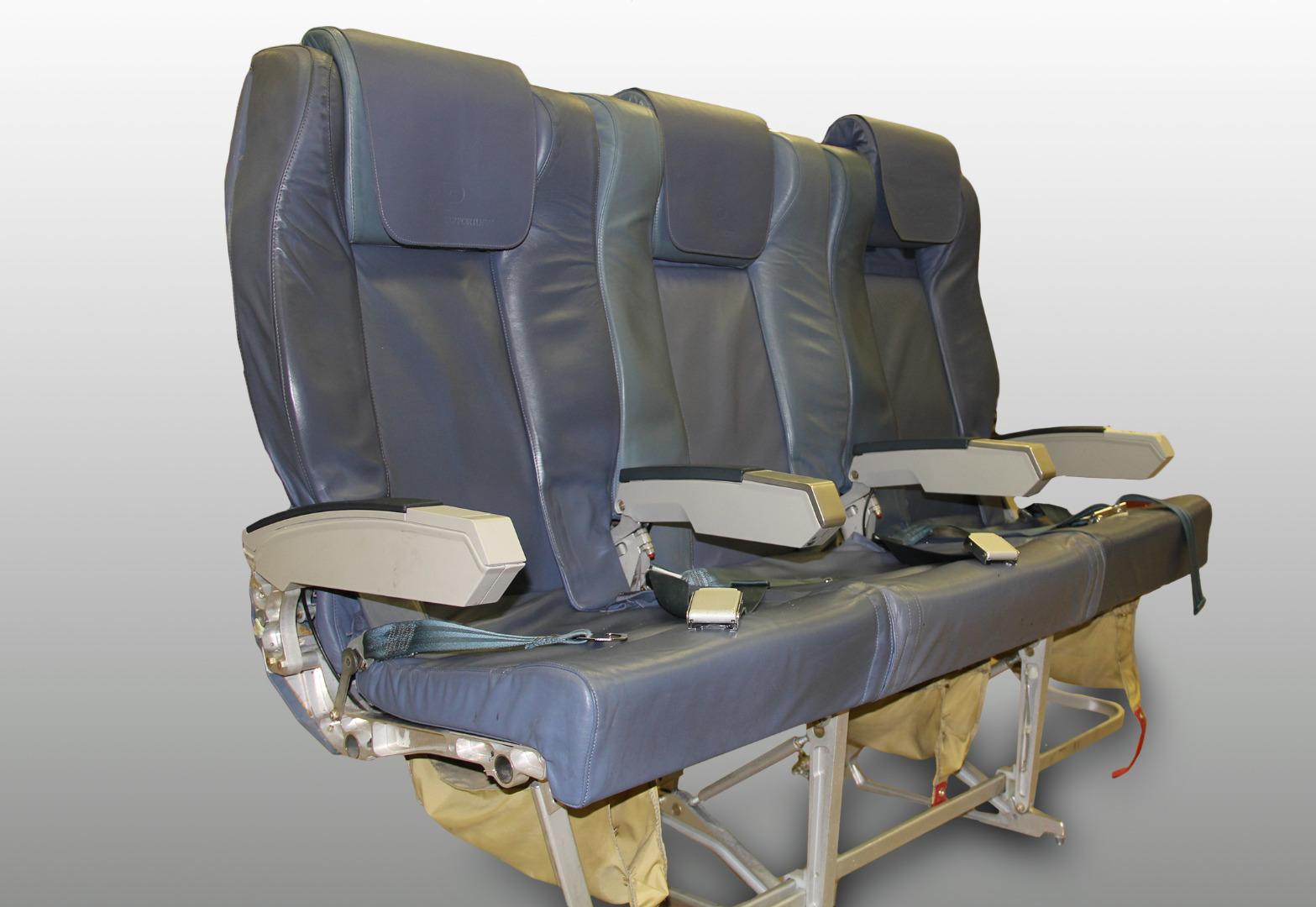Cadeira tripla de executiva do avião A319 TTK da TAP - 2