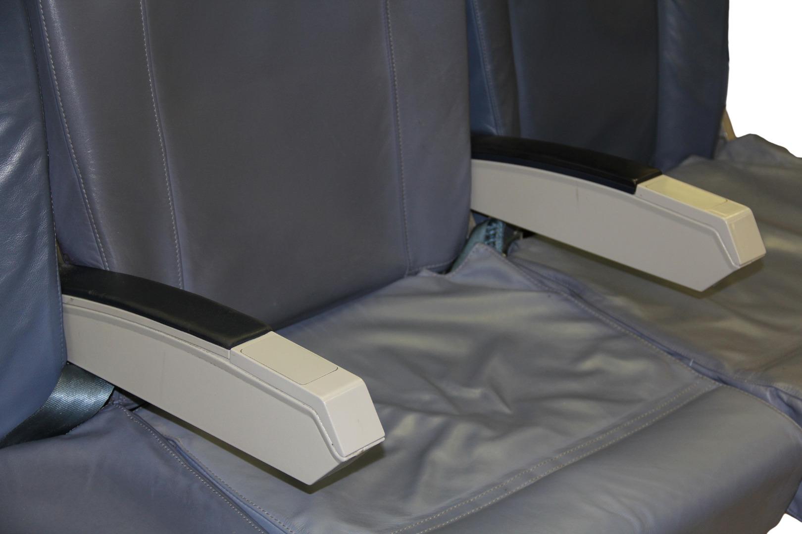 Cadeira tripla de económica do avião A319 TTK da TAP - 25