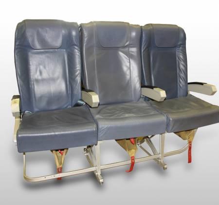 Cadeira tripla de económica do avião A319 TTK da TAP - 51
