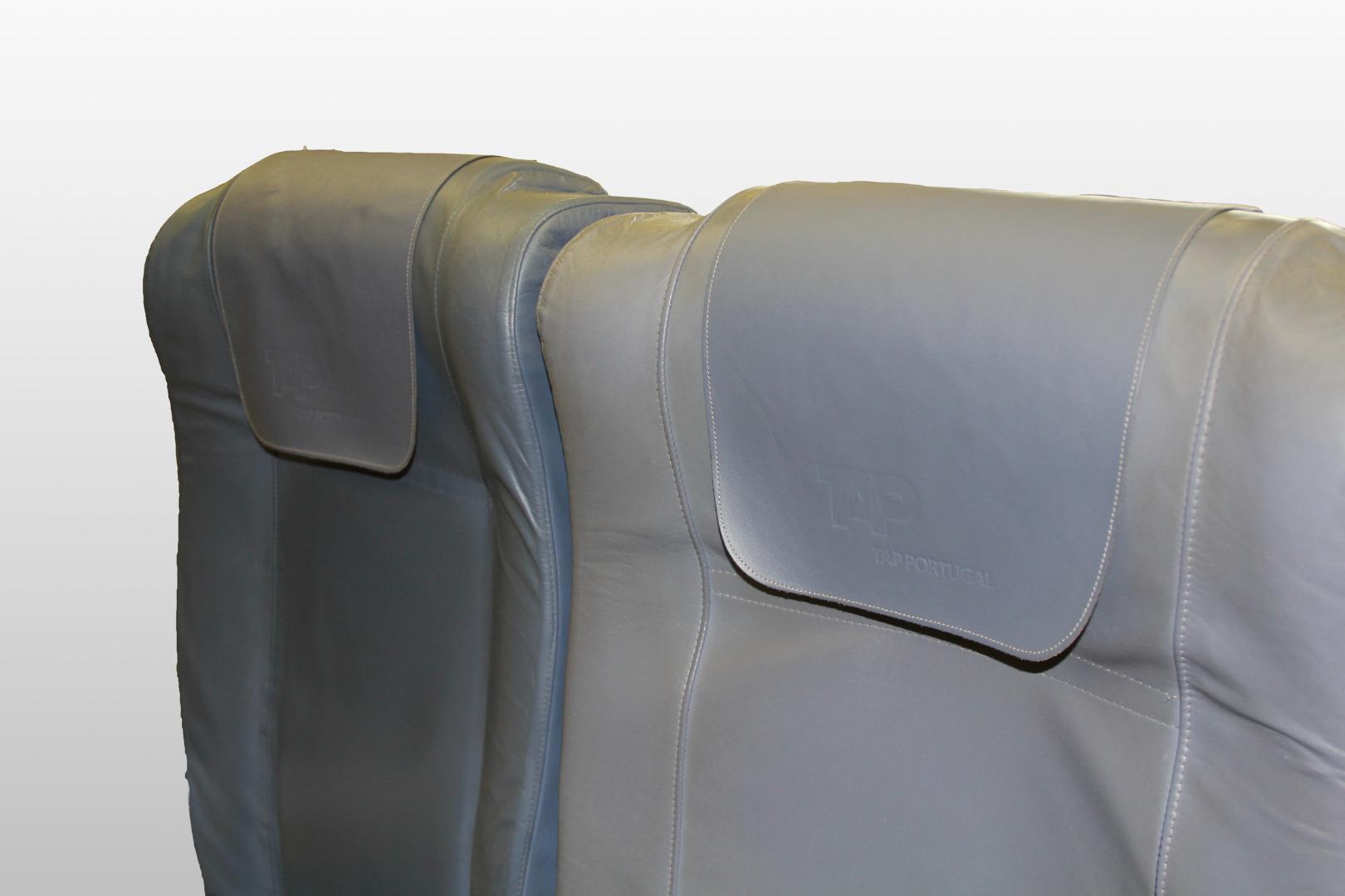 Cadeira tripla de económica do avião A319 TTK da TAP - 43