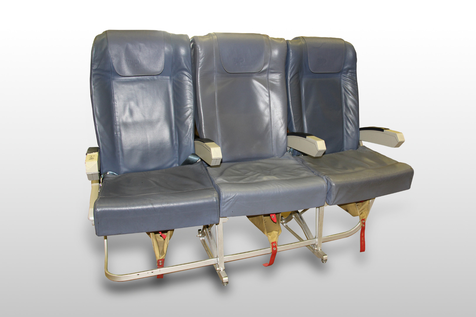 Cadeira tripla de económica do avião A319 TTK da TAP - 41