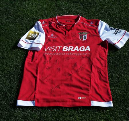 Jersey by Sporting Clube de Braga signed by entire team