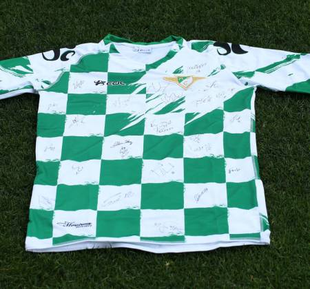 Jersey by Moreirense Futebol Clube signed by entire team