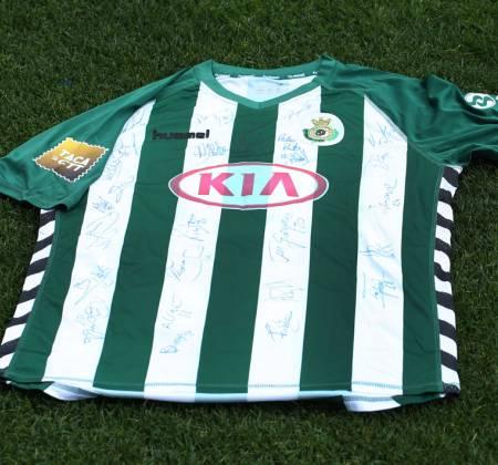 Camisola do Vitória Futebol Clube autografada pelo plantel