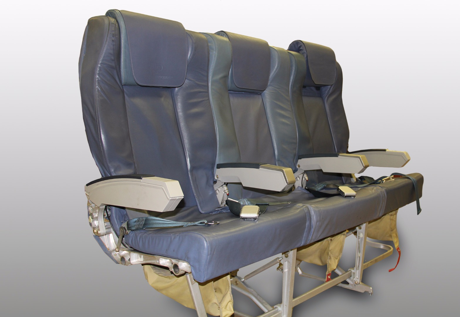 Cadeira tripla executiva do avião A319 CS-TTM da TAP - 23