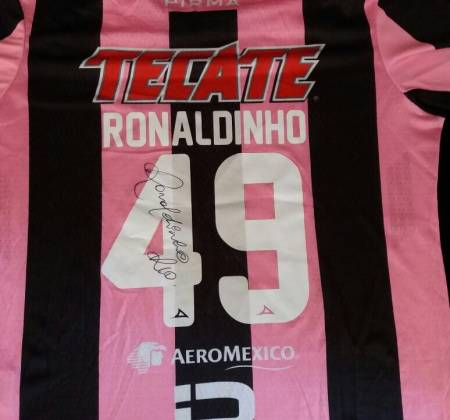 Jersey from Querétaro Club worn and autographed by Ronaldinho Gaúcho