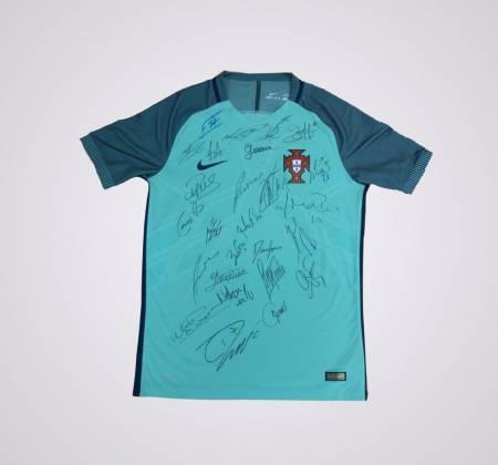 Camisola da Seleção Nacional autografada pelos jogadores