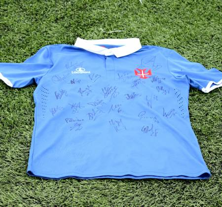 Jersey signed by the entire team of Belenenses