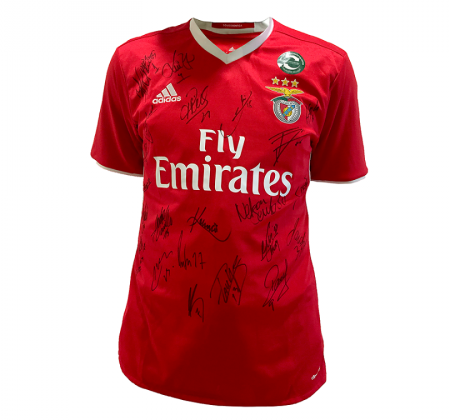 Signed t-shirt by the entire team of Sport Lisboa e Benfica