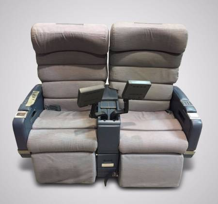 Executive double chair with TV from TAP airplane - 2