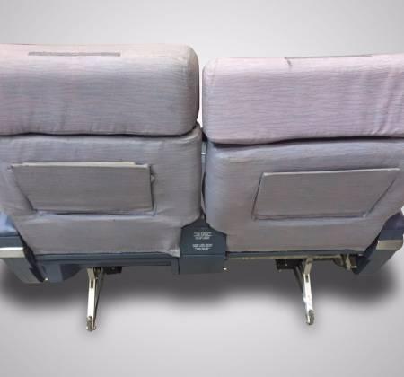 Cadeira dupla executiva, sem TV,  de um avião da TAP - 1