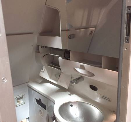 Lavatory from a TAP aiplane - 3