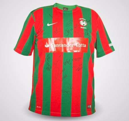 Club Sport Maritimo jersey, autographed