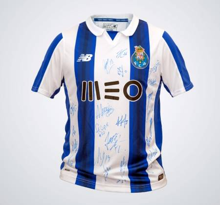 FC Porto jersey autographed by the squad of the 2016/2017 season
