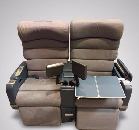 Cadeira dupla com TV do avião da TAP - 1