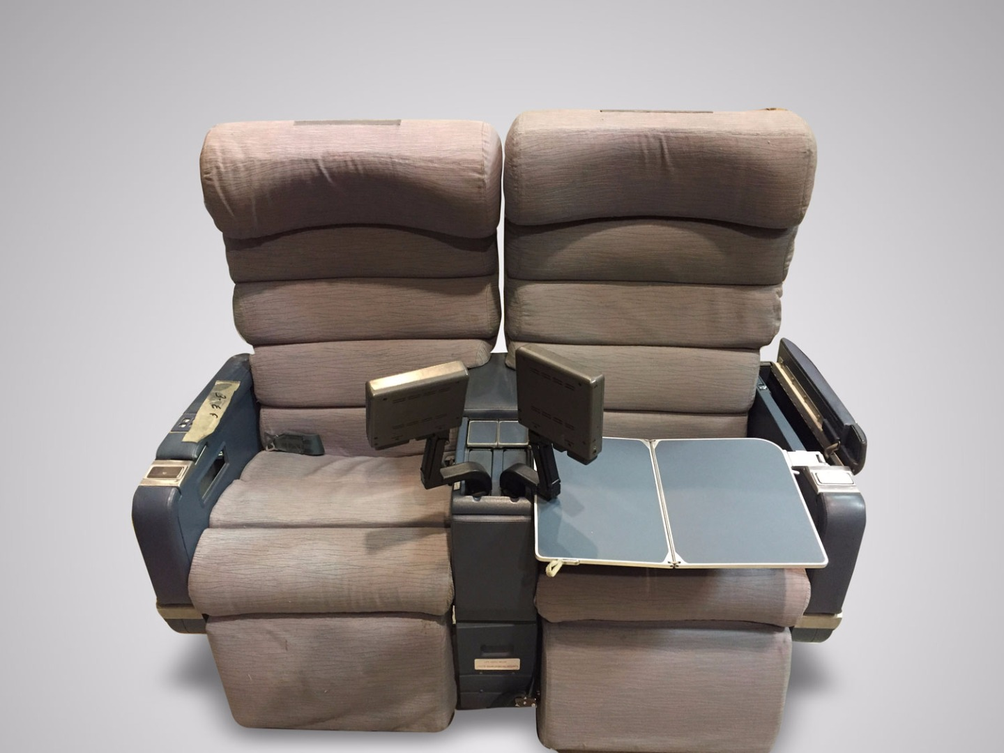 Double chair with TV from TAP airplane - 1